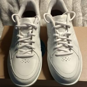 Easy Spirit White EStrainFree Active Shoes